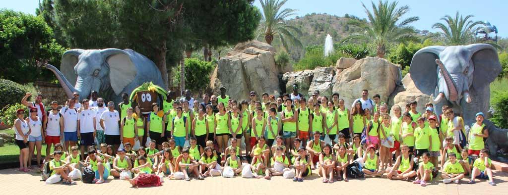 Aqualandia ha invitado a los 120 alumnos del XXIII campus de básket de L'Alfàs del Pi .
