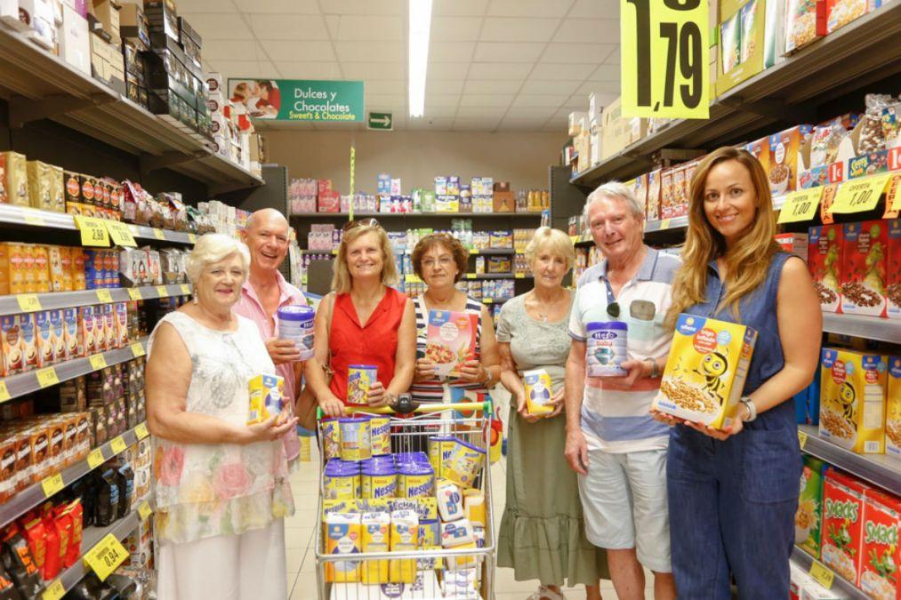 El club británico CHUMS dona un lote de alimentos al voluntariado social de l'Alfàs del Pi