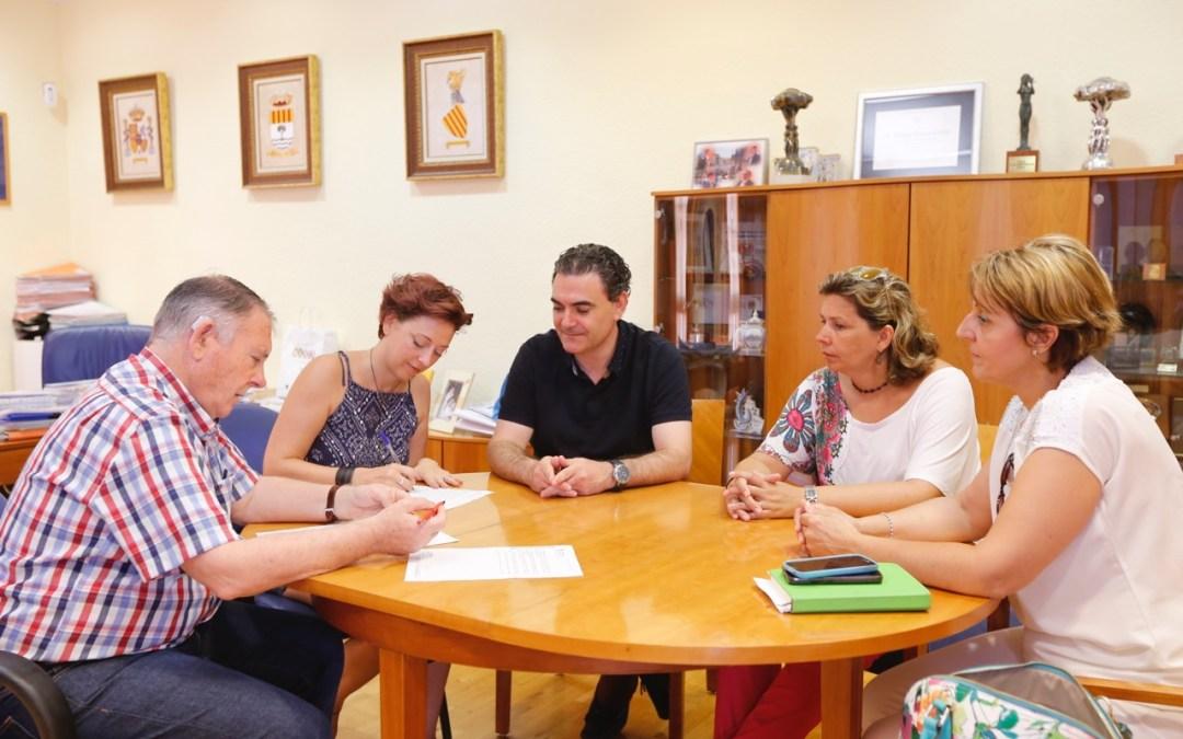 Educación ratifica su convenio de colaboración con el AMPA del CEIP Racó de l'Albir