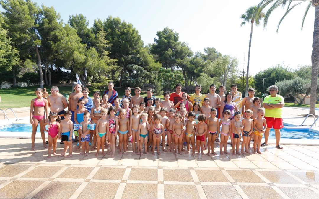 L'Alfàs cierra una nueva edición de la campaña de deportes acuáticos con una fiesta en la piscina municipal