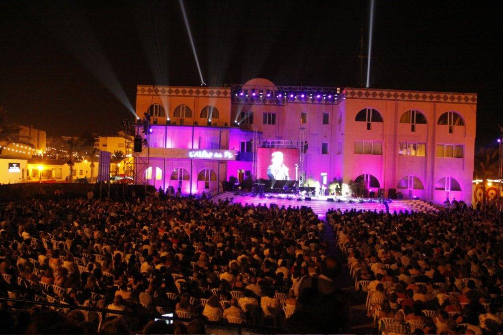 L'Alfàs del Pi se viste de gala para coronar a las reinas de sus Fiestas del Jubileo del Santísimo Cristo del Buen Acierto