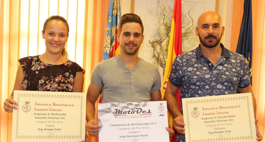 Jorge Berenguer Pastor Campeón de Motociclismo de la Comunidad Valenciana 2015 ha sido  recibido por el concejal de deportes Luis Miguel Morant .
