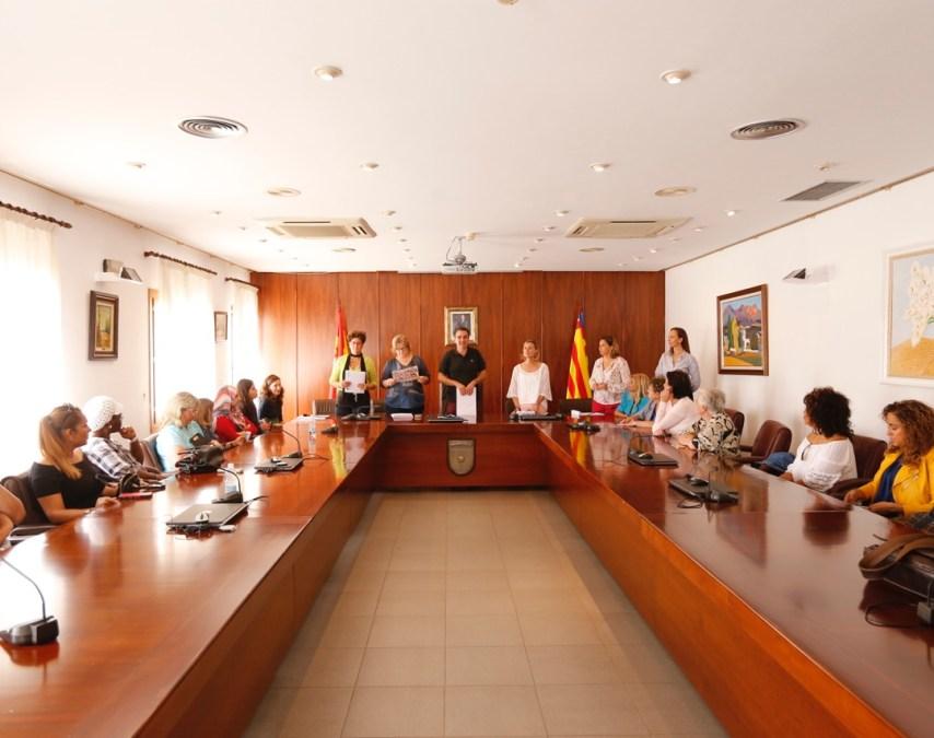 La concejalía de residentes de l'Alfàs del Pi reconoce el trabajo de todos los colectivos presentes en el Día Internacional