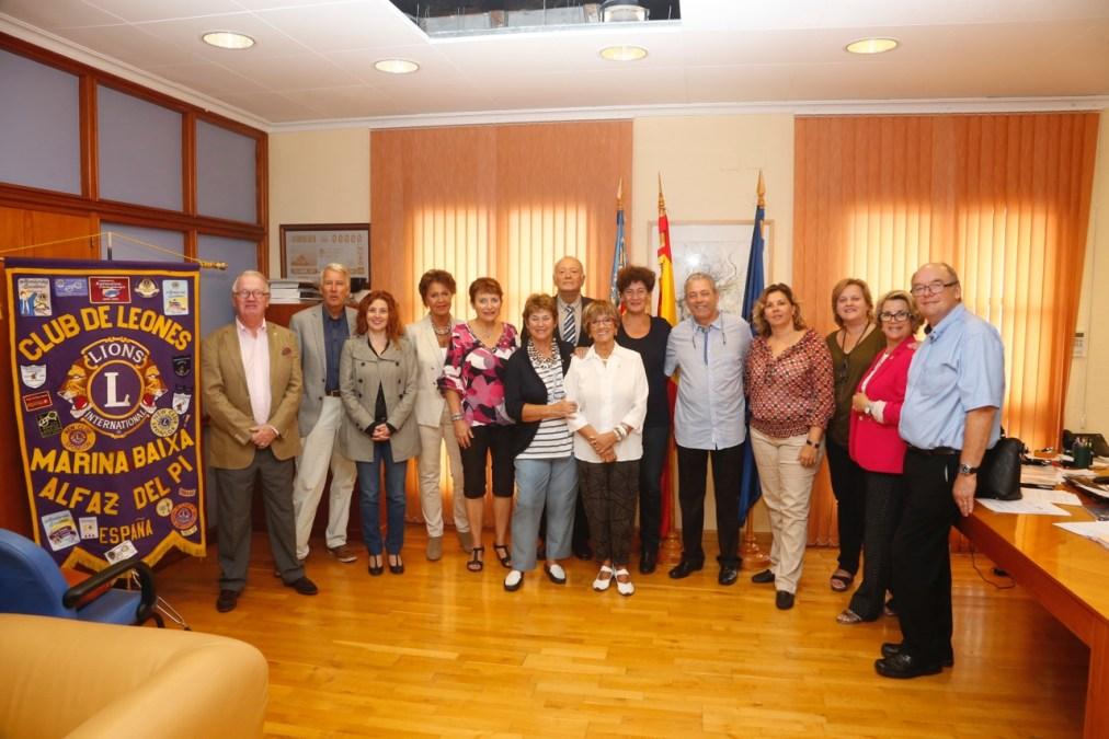 L'Alfàs del Pi recibe la visita del nuevo gobernador del Club de Leones
