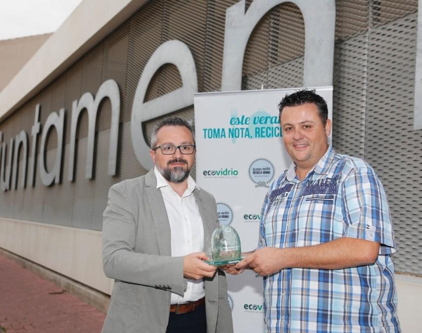 L'Alfàs del Pi es galardonado por Ecovidrio por su exitosa campaña de reciclaje durante el pasado verano