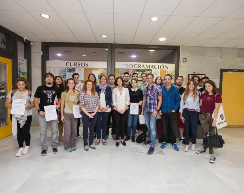 Juventud entrega los diplomas del curso de preparación para el examen de B1 de inglés