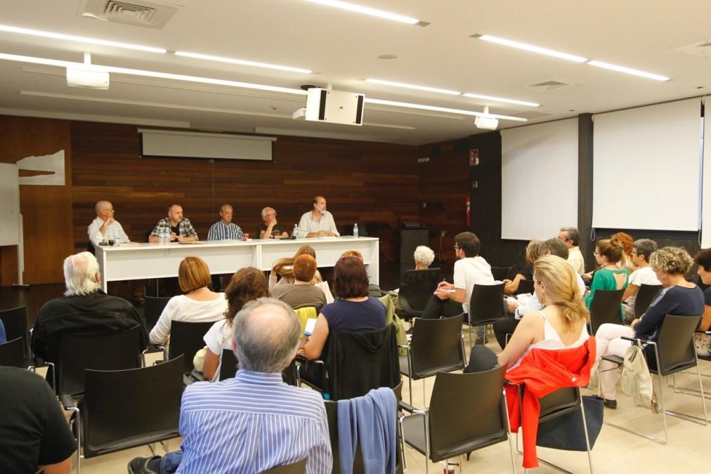 Johan Galtung aborda junto a un plantel de expertos la conflictividad dentro de las aulas