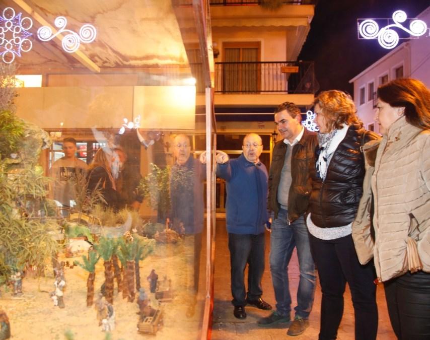L'Alfàs del Pi inauguró el Belén que lucirá esta Navidad en la Plaza Mayor