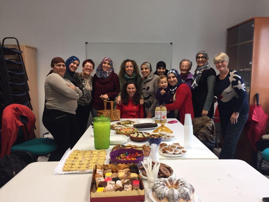 Martine Mertens visita a los alumnos de los distintos cursos que tiene en marcha la oficina local de AMICS