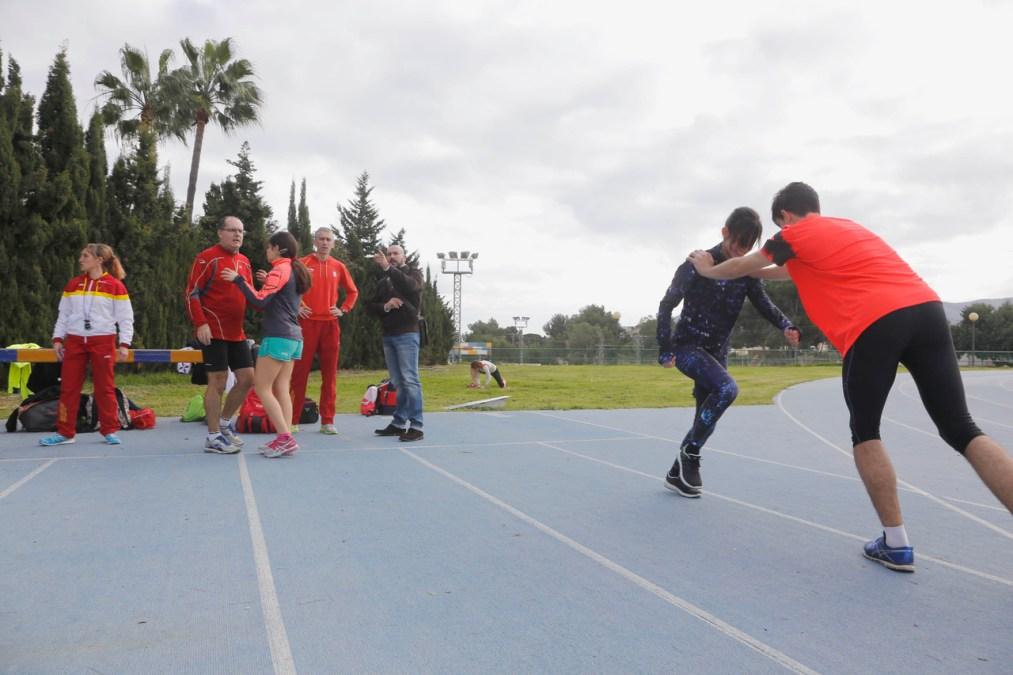 Ocho atletas de la Federación Española de Deporte para Ciegos se entrenan en l'Alfàs del Pi