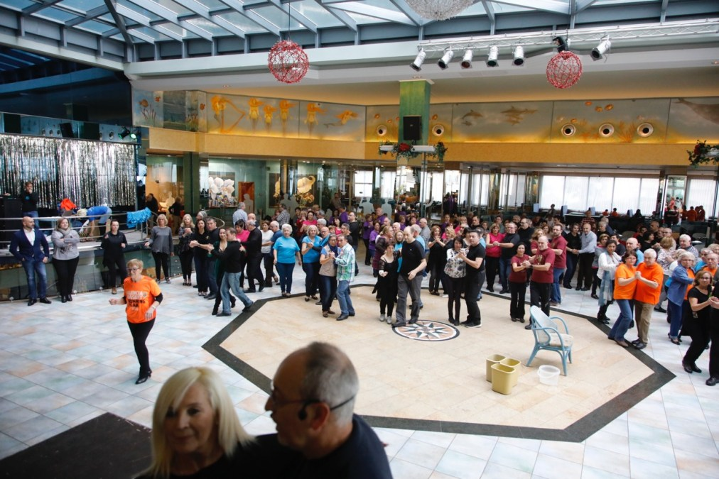 El VIII Encuentro de Escuelas de Baile de l'Alfàs concentra en el municipio a más de 300 aficionados