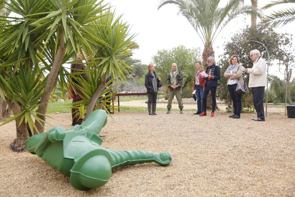 El escultor británico Will Coles expone en el jardín escultórico de la Fundación Klein-Schreuder