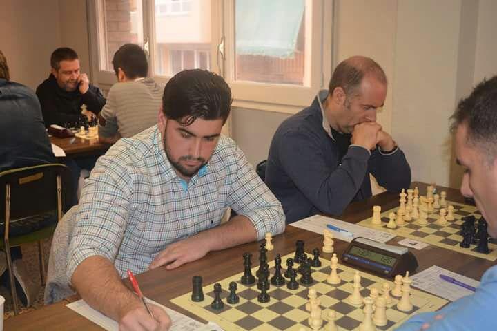 El  club de  ajedrez de l'Alfàs del Pi  gana al de Alcoy  en la liga autonómica para consolidar el liderato.