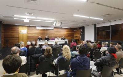 El profesor Galtung conduce un seminario sobre la Historia como fuente de resolución de conflictos