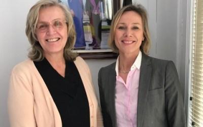 Martine Mertens se reune con la cónsul belga en Alicante para estudiar la realidad de sus residentes en l'Alfàs