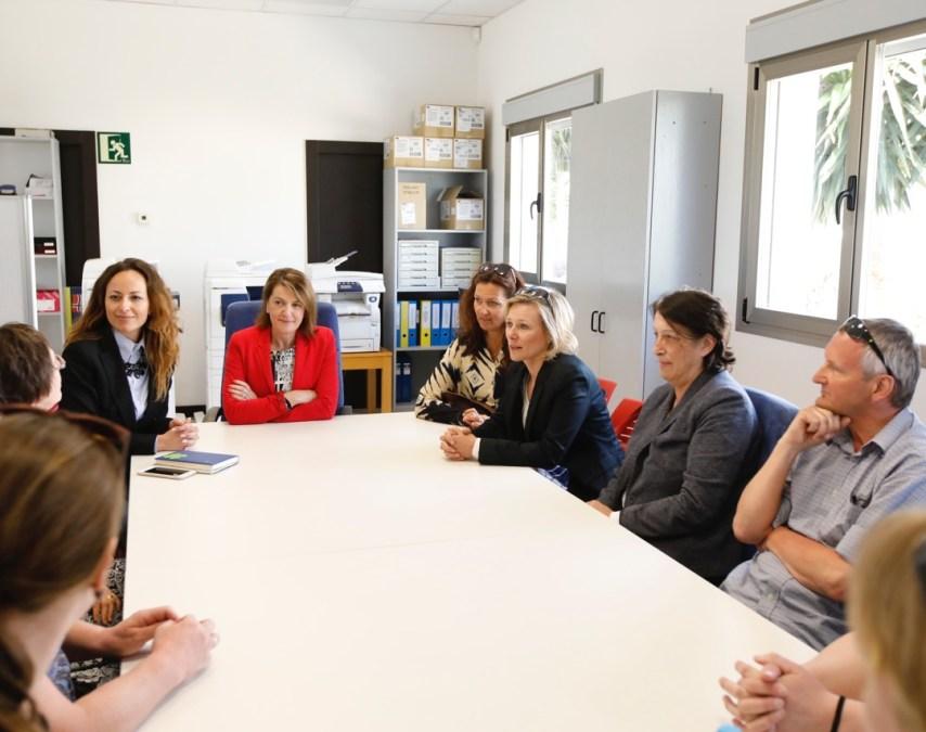 L'Alfàs del Pi recibe la visita de siete representantes de frivillig para interesarse por la situación de los residentes noruegos
