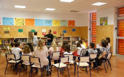 Más de 300 niños y niñas de l'Alfàs participan en un taller de magia
