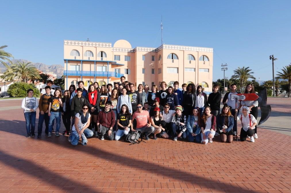Cerca de medio centenar de jóvenes alfasinos visitaron el VII Salón del Manga y Cultura Japonesa de Alicante