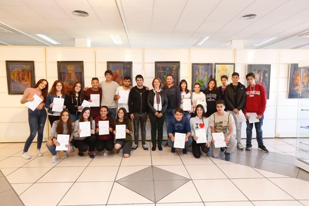 Una veintena de jóvenes de l'Alfàs obtienen el certificado de manipulador de alimentos