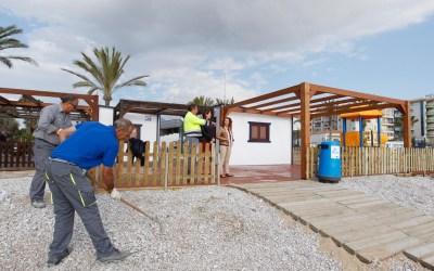 Arranca la temporada turística en la playa de l'Albir con más servicios para las personas con movilidad reducida