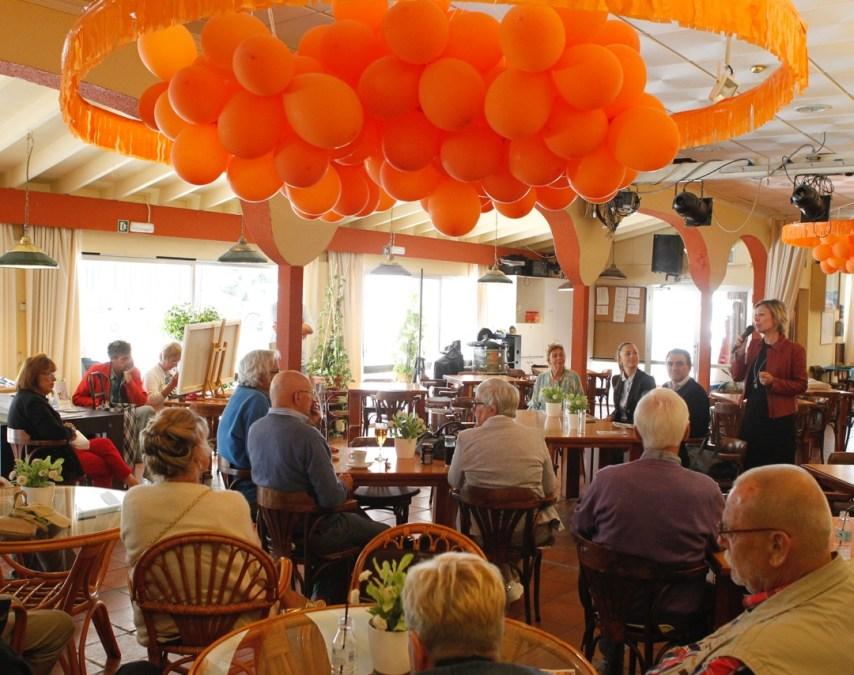 Vicente Arques visita el Club Los Holandeses para conocer a su nueva presidenta y promover el empadronamiento del colectivo