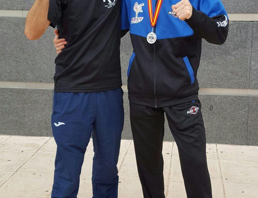 Gabriel Miralles consigue la plata y un cuarto puesto en el campeonato de España de Kickboxing .