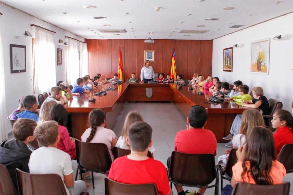Alumnos del Veles e Vents conocen el funcionamiento del Ayuntamiento de l'Alfàs del Pi