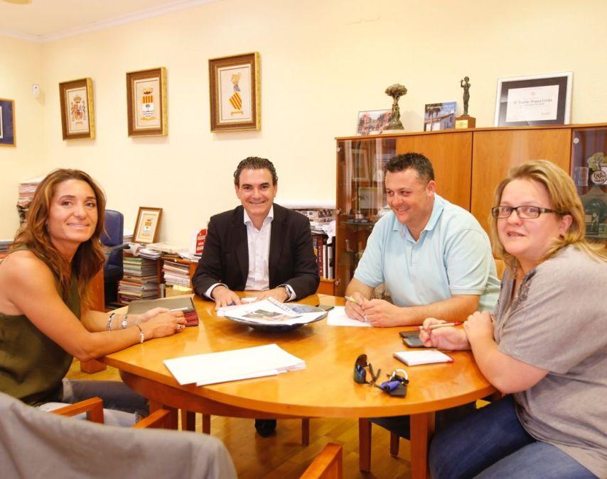 El alcalde se reúne con la nueva presidenta de la Asociación Cuidemos El Albir