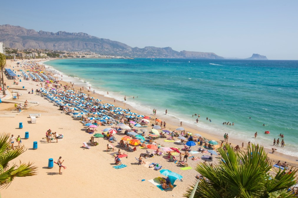 L'Alfàs inicia la temporada alta en la playa de l'Albir con el refuerzo de todos los servicios
