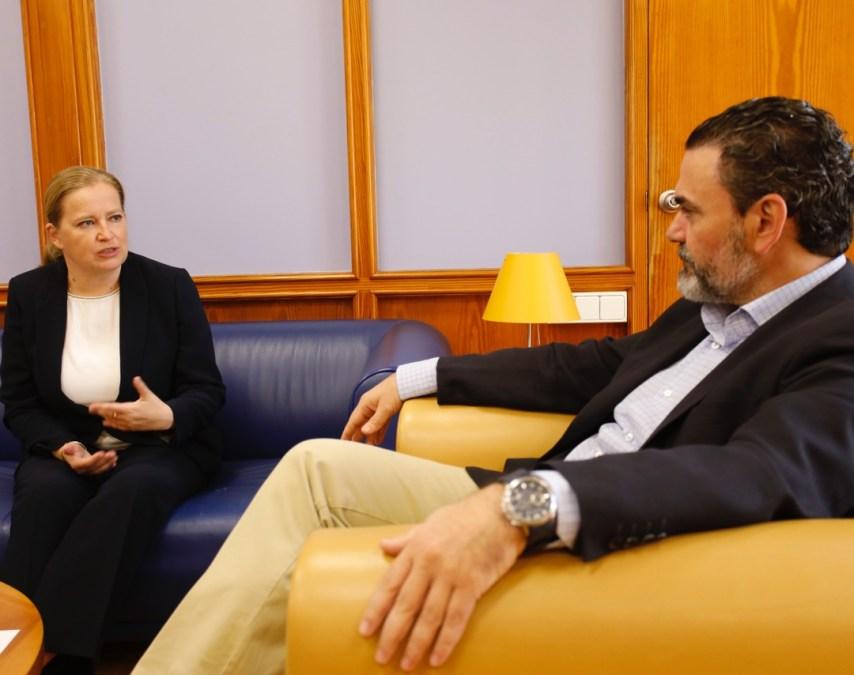 La Ministra Consejera de la Embajada de Noruega en España se reúne con el alcalde de l'Alfàs del Pi