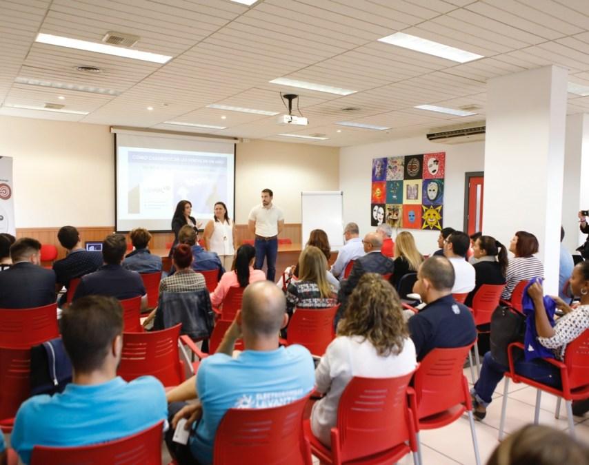 Más de 70 personas asisten en l'Alfàs a una charla para incrementar resultados en pequeñas empresas
