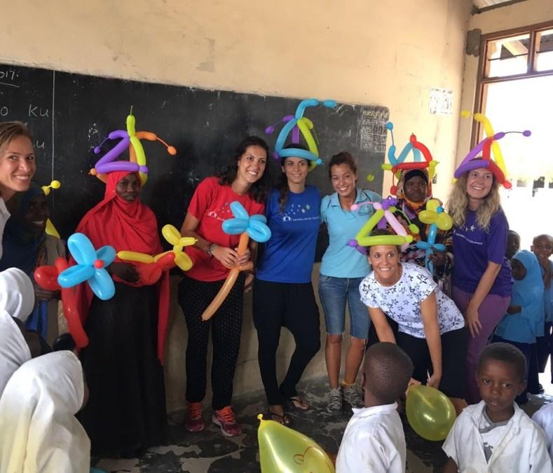 """La ONGD """"Estrellas de Colores"""" de l'Alfàs abre una biblioteca en Tanzania"""