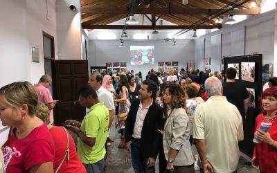 L'Alfàs del Pi dedica una exposición a repasar los diez años de historia de su Día Internacional