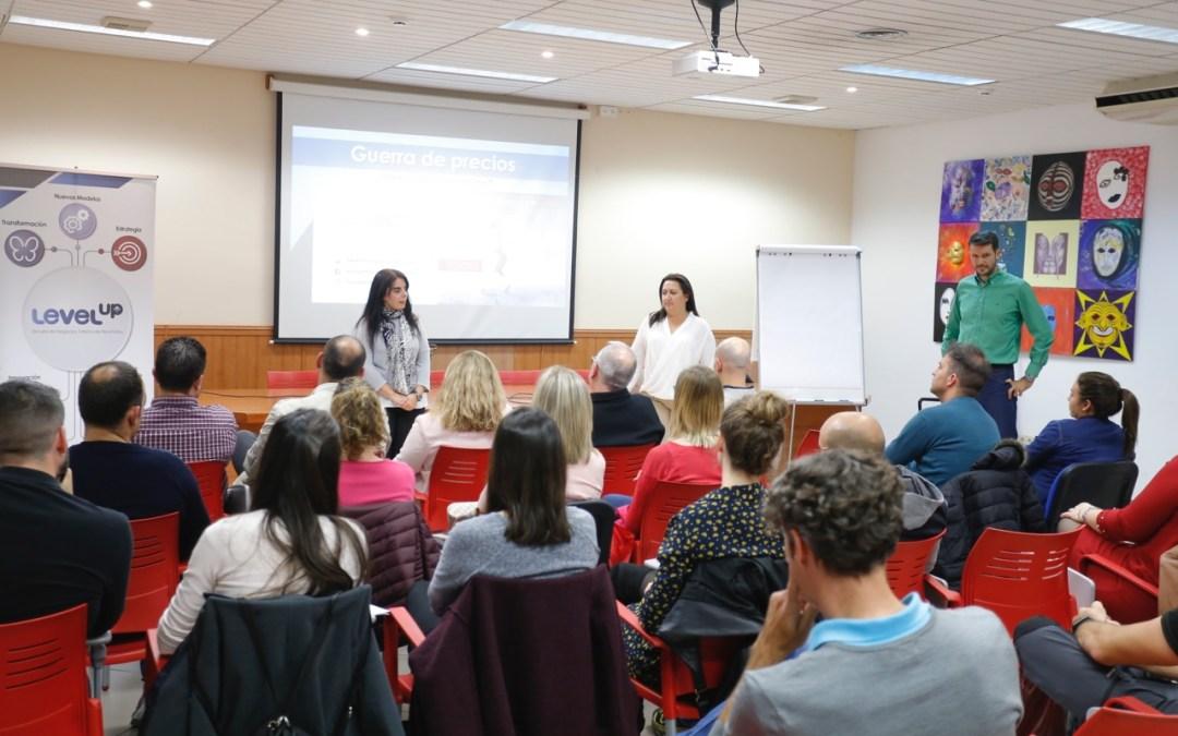 Más de 50 empresarios de la Marina Baixa aprenden en l'Alfàs las claves para impulsar sus negocios