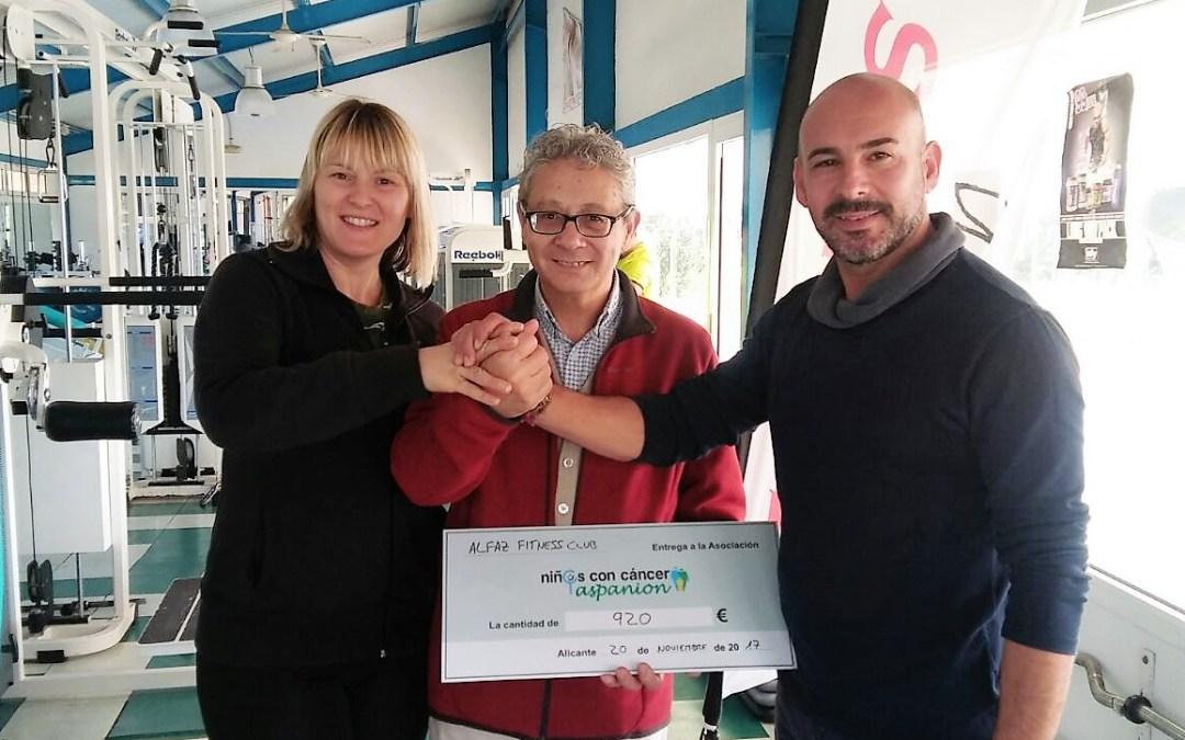 La Asociación de niñ@s con cáncer Aspanion ha recibido los 920 euros que se recaudaron en la maratón de Zumba.