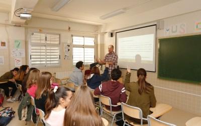 Más de 300 jóvenes de l'Alfàs reflexionan sobre la violencia de género en un taller impartido por la UNED