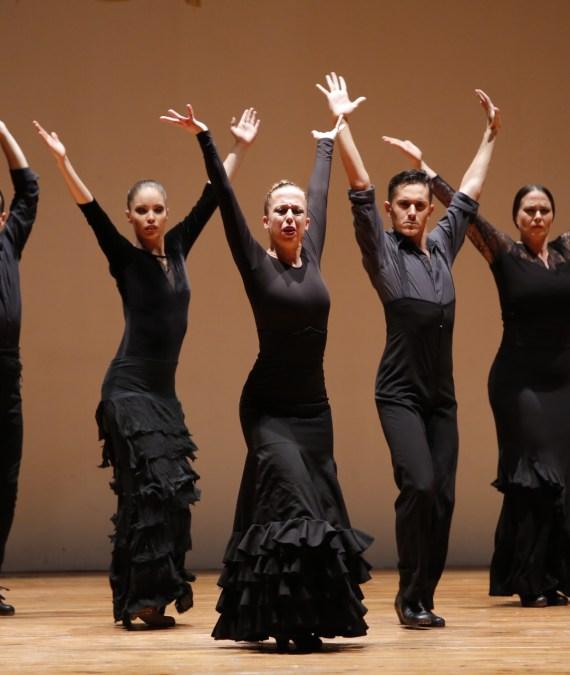 Juan Carlos Avecilla emociona al público en su actuación en l'Alfàs