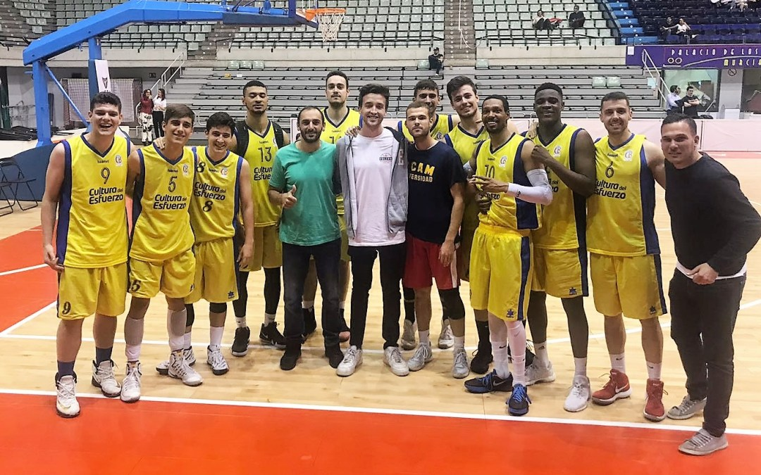 Rafa Jordá jugador del   CB Begastri que sufrió varios desmayos y al que salvó la vida Iker Benzazoua, visito al  equipo de l'Alfàs  en Murcia.