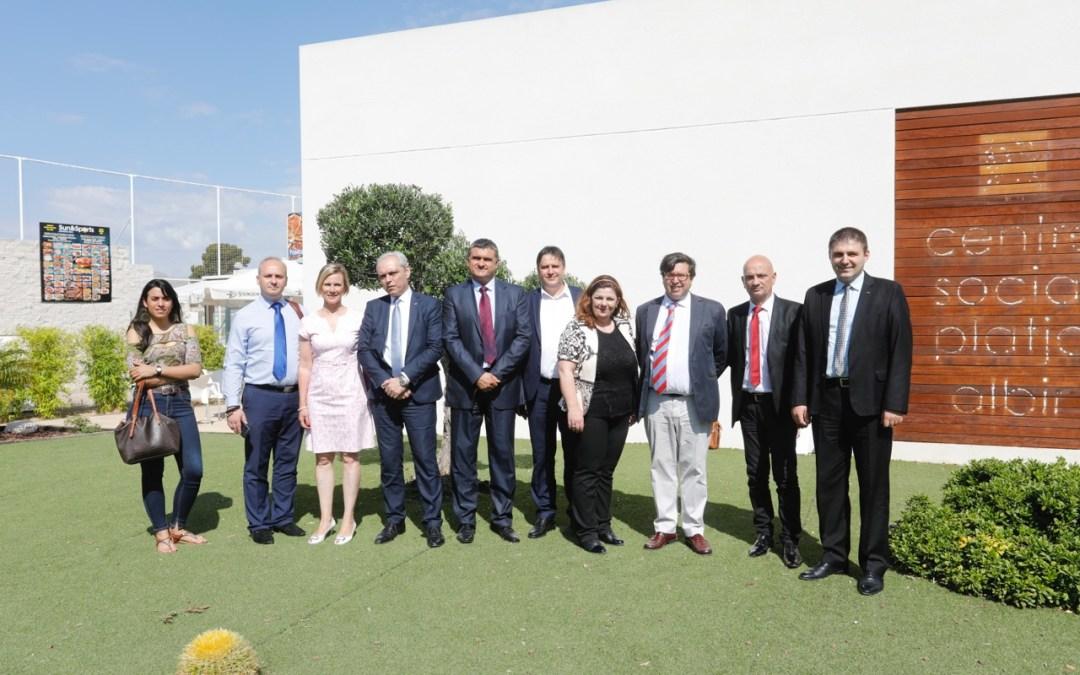 Empresarios de Macedonia se interesan por l'Alfàs como destino turístico