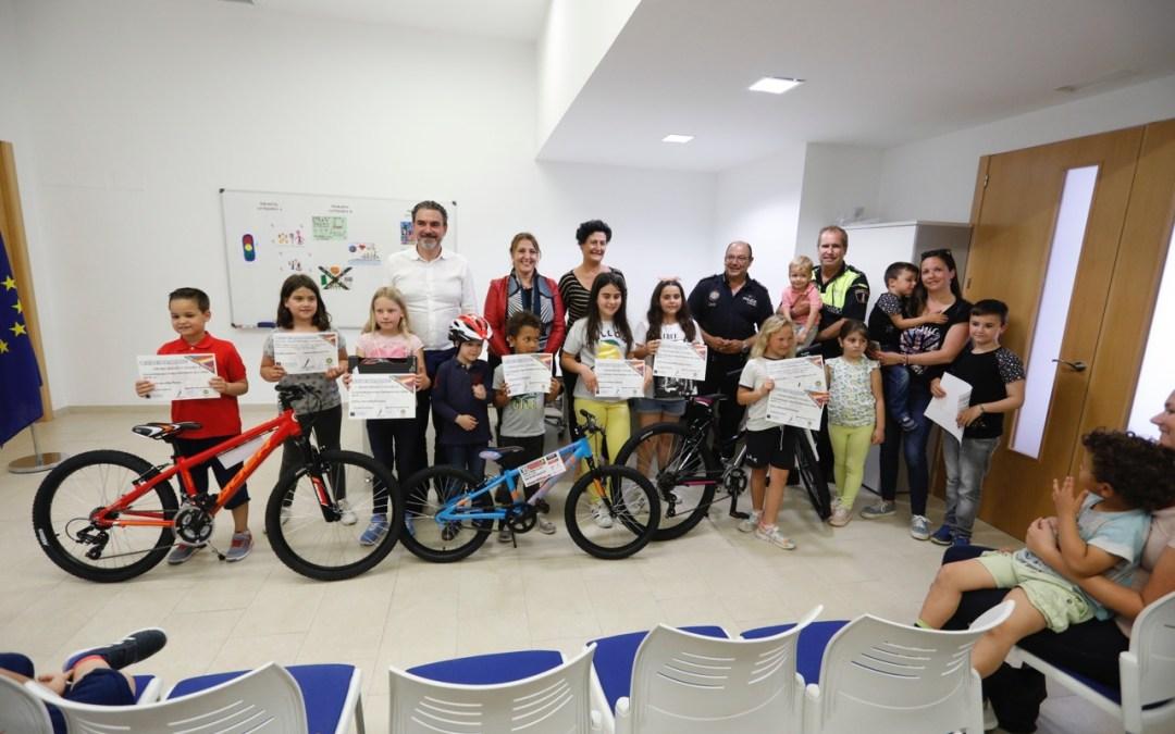 Maxwell Cruz, Mario Nicolás e Irene Bravo ganan el quinto concurso de dibujo de educación vial