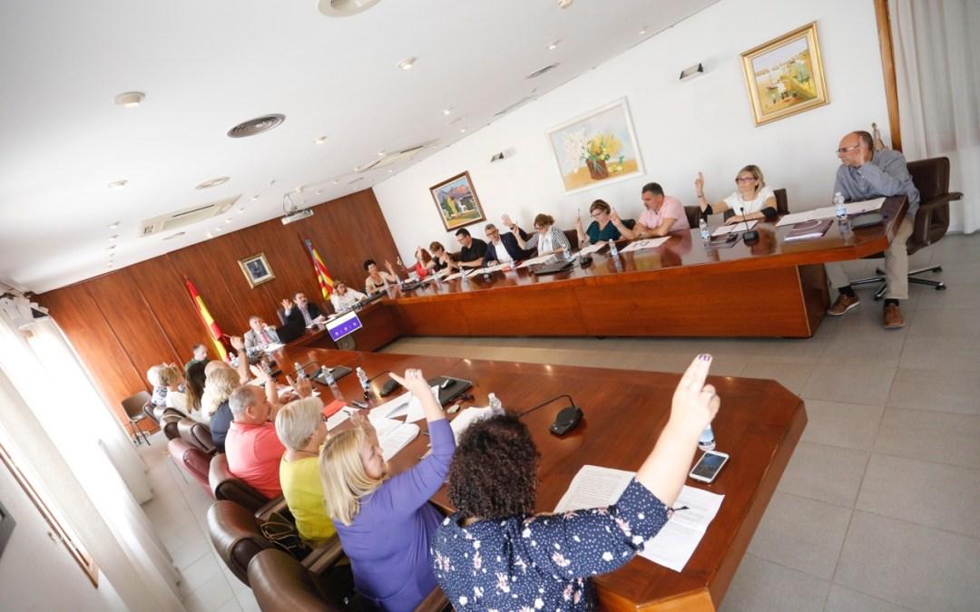 El Pleno de l'Alfàs reconoce el trabajo de inserción social de la oficina PANGEA