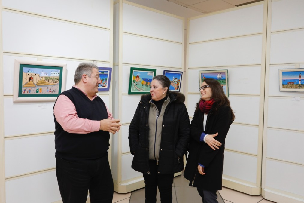 Llega a la Casa de Cultura de l'Alfàs la pintura naif de Maribel Torres