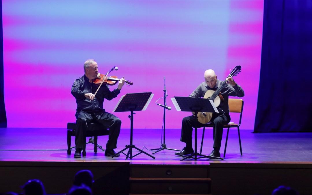 El dúo Palomares-Espí ofreció un concierto de música iberoamericana en la Casa de Cultura