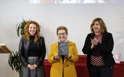 Esperanza Delgado recibe el Premio Mujer Relevante de l'Alfàs 2020
