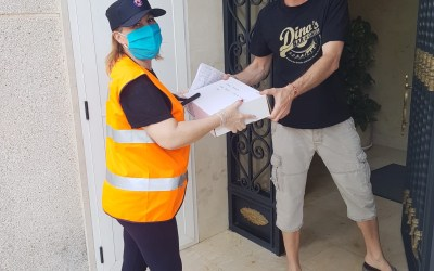 Protección Civil vuelve a entregar material docente a 45 escolares de l'Alfàs