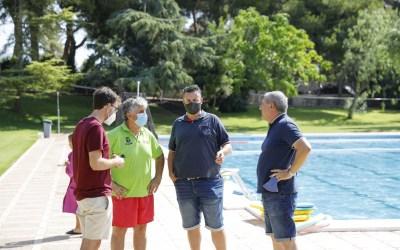 Cerca de 60 personas participan en el primer turno de cursos de natación en la piscina de l'Alfàs