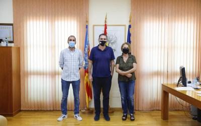 El Ayuntamiento de l'Alfàs y ArtAvant colaboran en la promoción cultural a través del arte