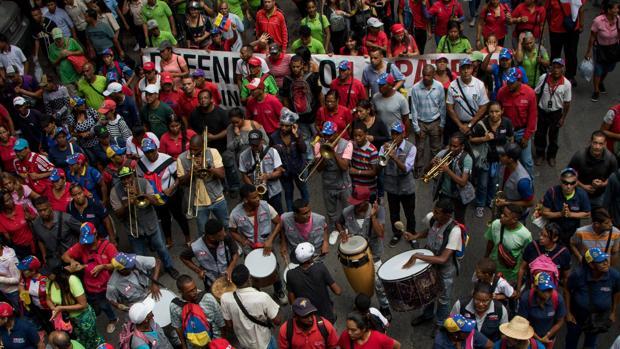 Manifestantes chavistas cerca de la residencia de Maduro