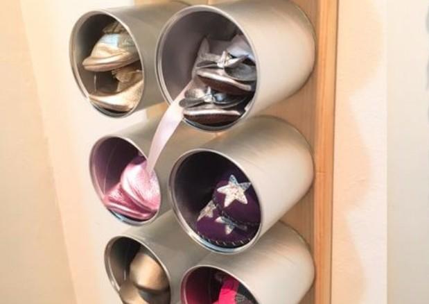 Personalizar latas de conservas para guardar zapatos puede servirnos perfectamente para nuestro hogar