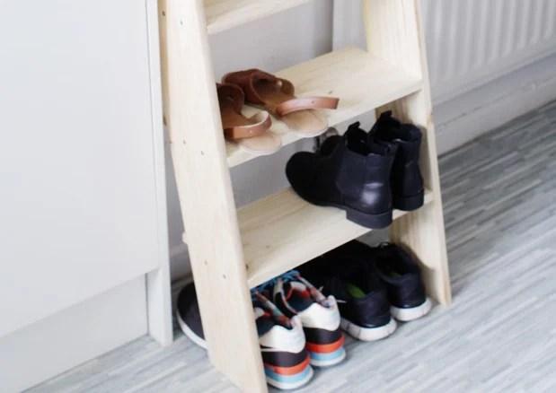 organizador de zapatos en forma de escalera para decorar tu casa con ideas originales